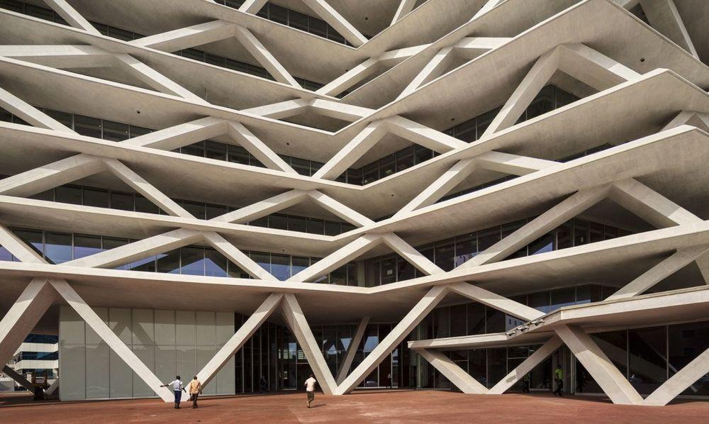 Piqued_accra-ghana-brise-soleil-airport-concrete-architecture