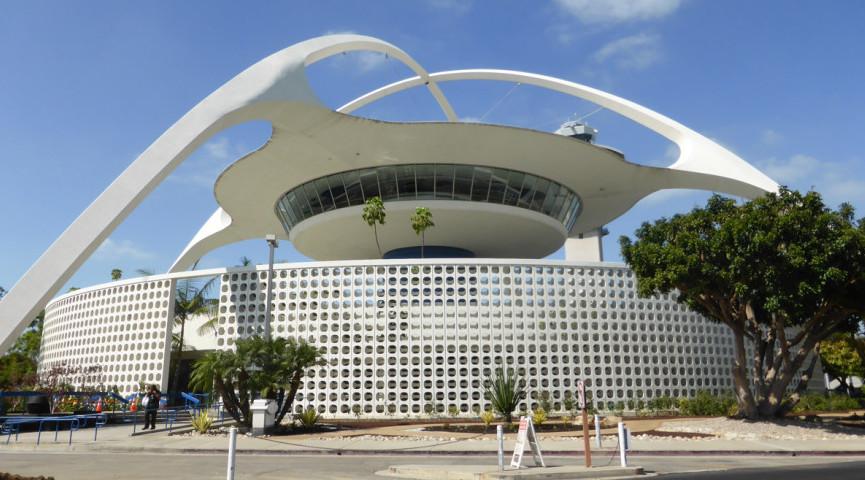 Piqued_Theme Building_ Courtesy of Adrian Scott Fine_L.A. Conservancy