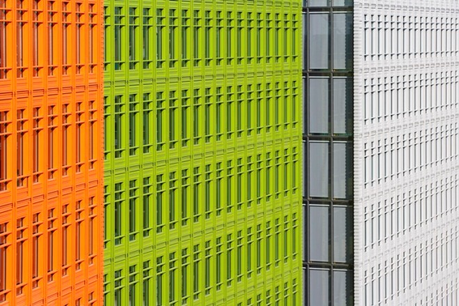 Central Saint Giles, designed by Renzo Piano, sets new facade standards with bright NBK terracotta.