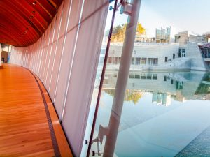 Moshe Safdie's design at the Crystal Bridges Museum of Modern Art included a connectedness to the surrounding nature, which required an equally distinctive design of solar control systems by Hunter Douglas.